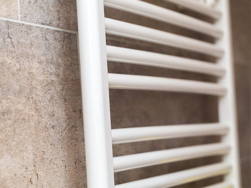 khema-riscaldamento-elettrico-bagno-scalda-salviette-a-muro-bianco-riscaldamento-ecologico